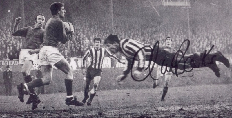 Signed picture of Alan Banks vs. Manchester United (1969)